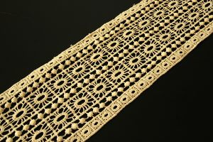 Wide straight edged 100% cotton lace