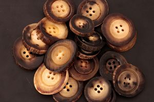 Mid coloured genuine horn buttons