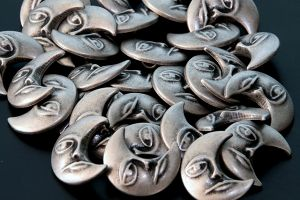 Metal moon shank buttons