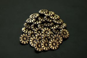 Bronze sunflower button